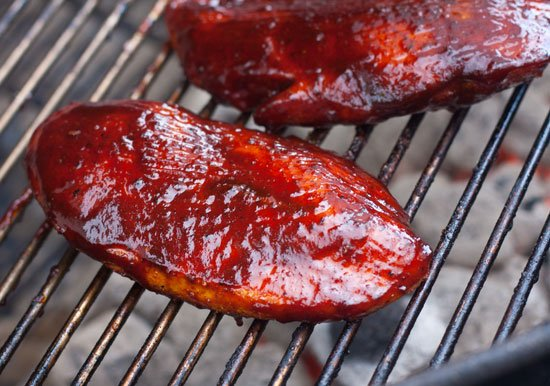 How much charcoal to use for boneless skinless chicken breasts - Grilling24x7.com